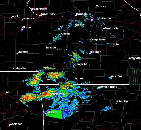 Radar Image for Severe Thunderstorms near Blue Eye, MO at 5/4/2020 8:25 PM CDT