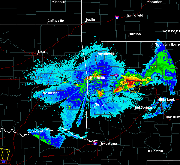 Radar Image for Severe Thunderstorms near Danville, AR at 5/4/2020 11:33 PM CDT