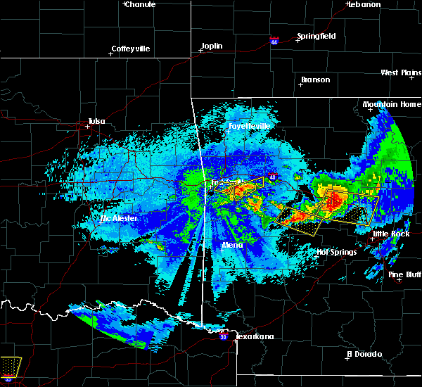 Radar Image for Severe Thunderstorms near Ratcliff, AR at 5/4/2020 11:49 PM CDT