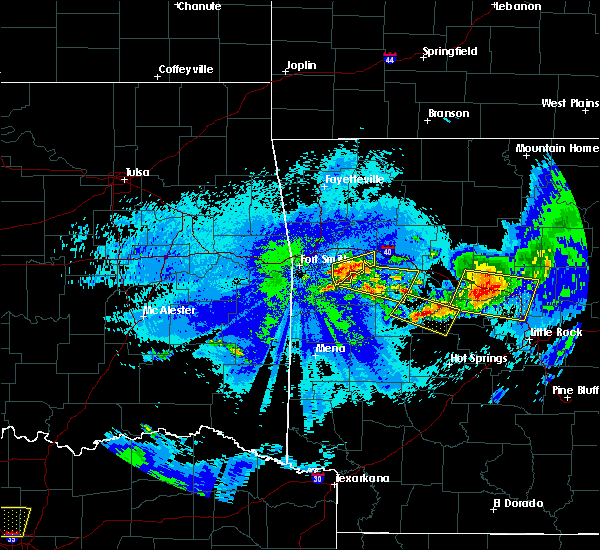 Radar Image for Severe Thunderstorms near Ratcliff, AR at 5/4/2020 11:55 PM CDT