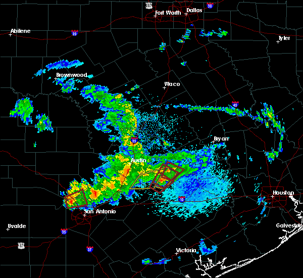 Radar Image for Severe Thunderstorms near Giddings, TX at 5/12/2020 10:58 AM CDT