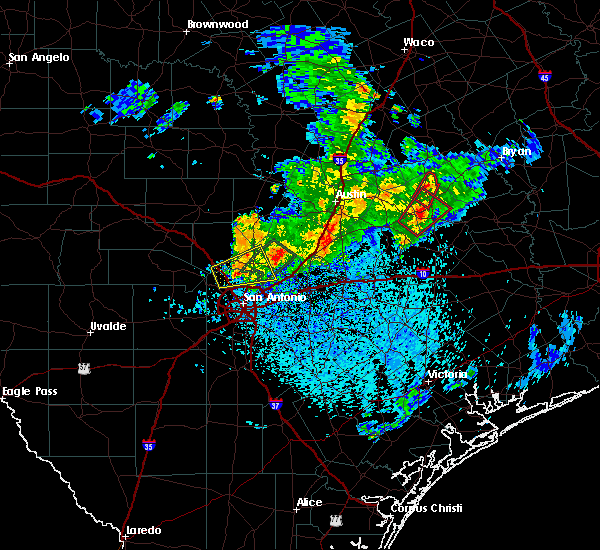 Radar Image for Severe Thunderstorms near New Braunfels, TX at 5/12/2020 11:47 AM CDT