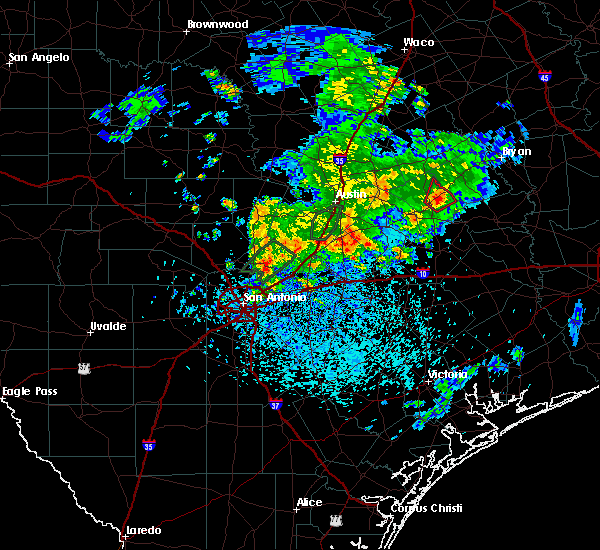 Radar Image for Severe Thunderstorms near New Braunfels, TX at 5/12/2020 12:26 PM CDT