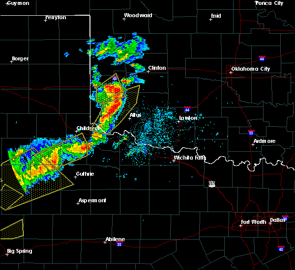 Radar Image for Severe Thunderstorms near Sayre, OK at 5/13/2020 7:52 PM CDT