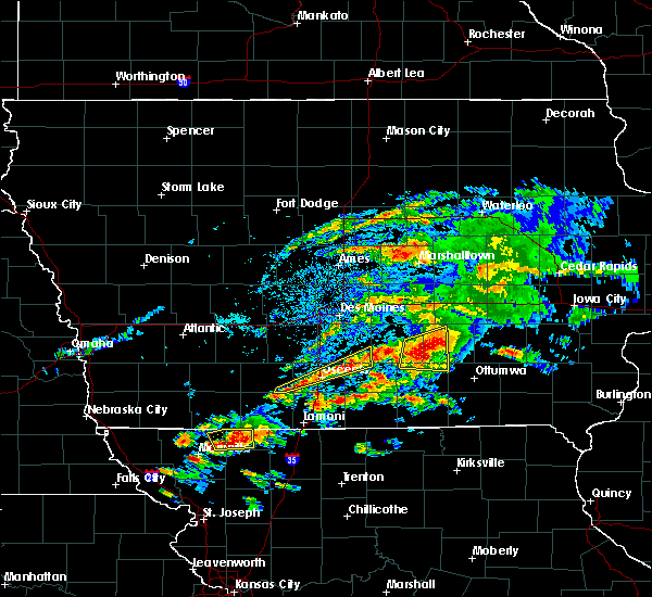 Radar Image for Severe Thunderstorms near Eddyville, IA at 5/14/2020 6:11 PM CDT