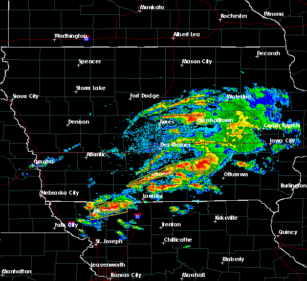 Radar Image for Severe Thunderstorms near Eddyville, IA at 5/14/2020 6:23 PM CDT