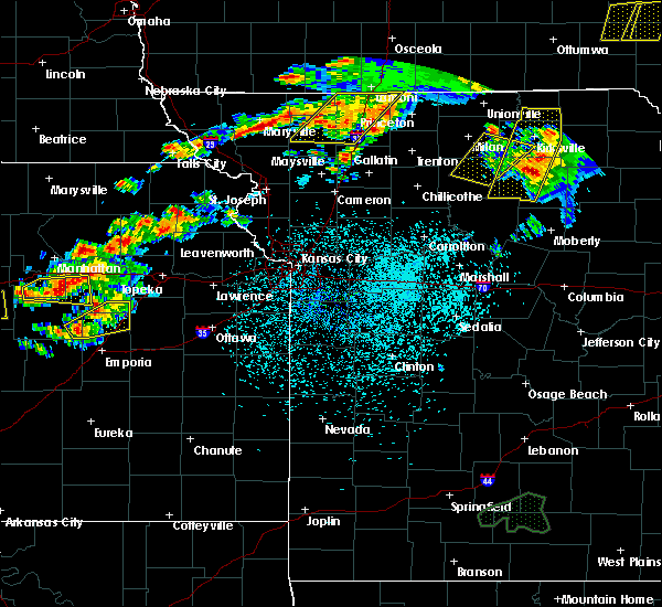Radar Image for Severe Thunderstorms near Conception Junction, MO at 5/14/2020 8:11 PM CDT