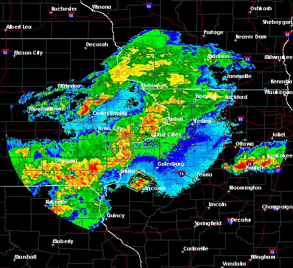 Radar Image for Severe Thunderstorms near Moline, IL at 5/14/2020 9:15 PM CDT