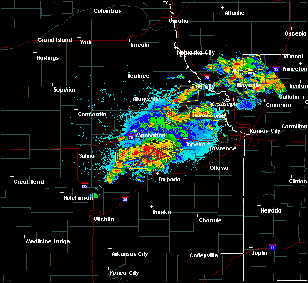 Radar Image for Severe Thunderstorms near Eskridge, KS at 5/14/2020 9:18 PM CDT
