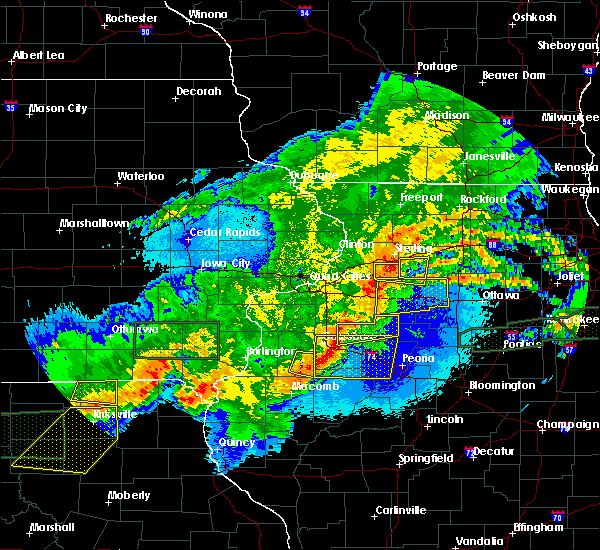 Radar Image for Severe Thunderstorms near Farmington, IA at 5/14/2020 10:45 PM CDT