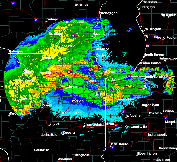 Radar Image for Severe Thunderstorms near Hennepin, IL at 5/14/2020 11:16 PM CDT