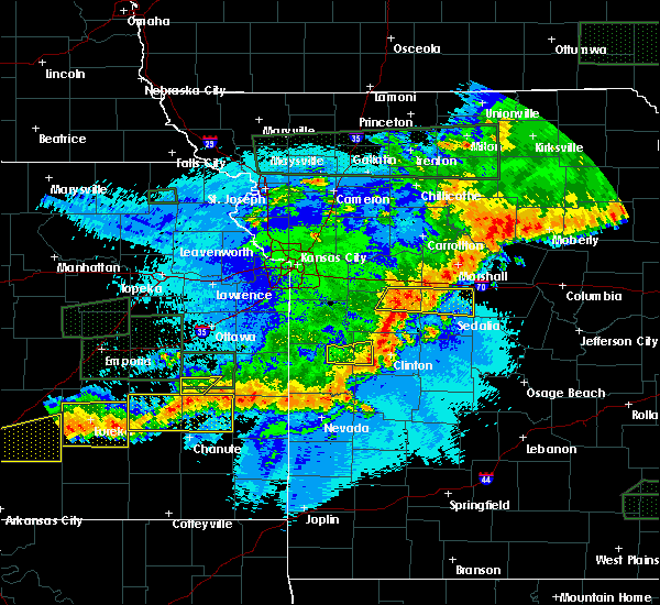 Radar Image for Severe Thunderstorms near Clinton, MO at 5/15/2020 1:03 AM CDT