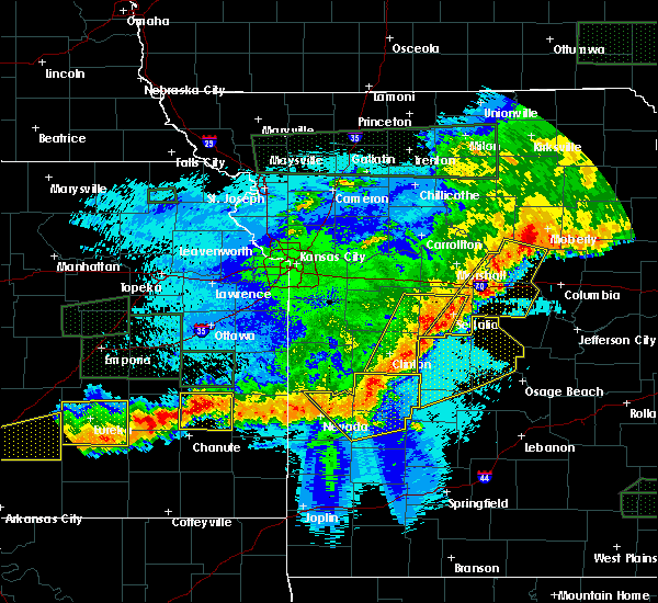 Radar Image for Severe Thunderstorms near Versailles, MO at 5/15/2020 1:32 AM CDT