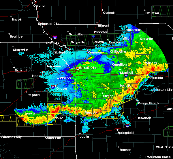 Radar Image for Severe Thunderstorms near Versailles, MO at 5/15/2020 2:07 AM CDT