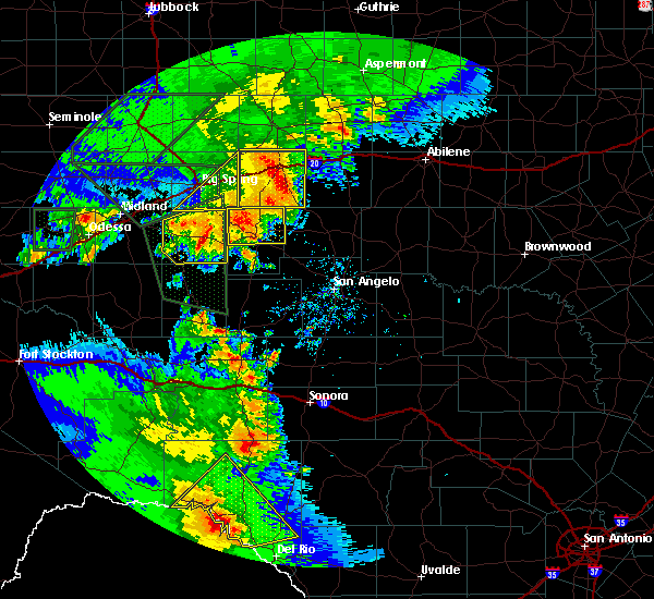 Radar Image for Severe Thunderstorms near Robert Lee, TX at 5/15/2020 6:22 PM CDT