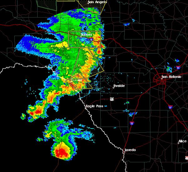 Radar Image for Severe Thunderstorms near Brackettville, TX at 5/15/2020 7:44 PM CDT