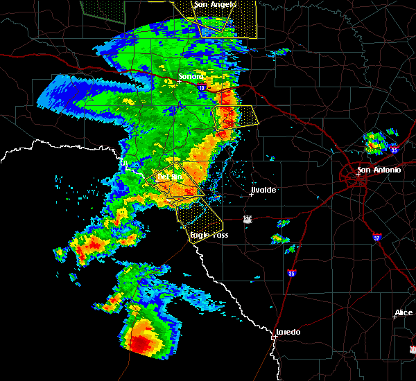 Radar Image for Severe Thunderstorms near Spofford, TX at 5/15/2020 7:59 PM CDT