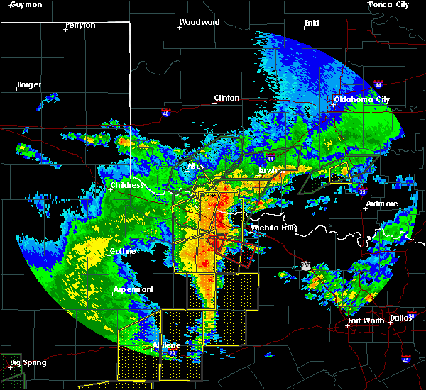 Radar Image for Severe Thunderstorms near Iowa Park, TX at 5/15/2020 8:22 PM CDT