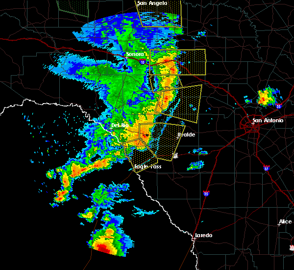 Radar Image for Severe Thunderstorms near Spofford, TX at 5/15/2020 8:25 PM CDT