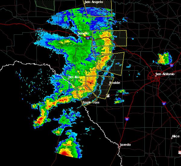 Radar Image for Severe Thunderstorms near Brackettville, TX at 5/15/2020 8:27 PM CDT