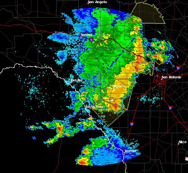 Radar Image for Severe Thunderstorms near Amaya, TX at 5/15/2020 9:39 PM CDT