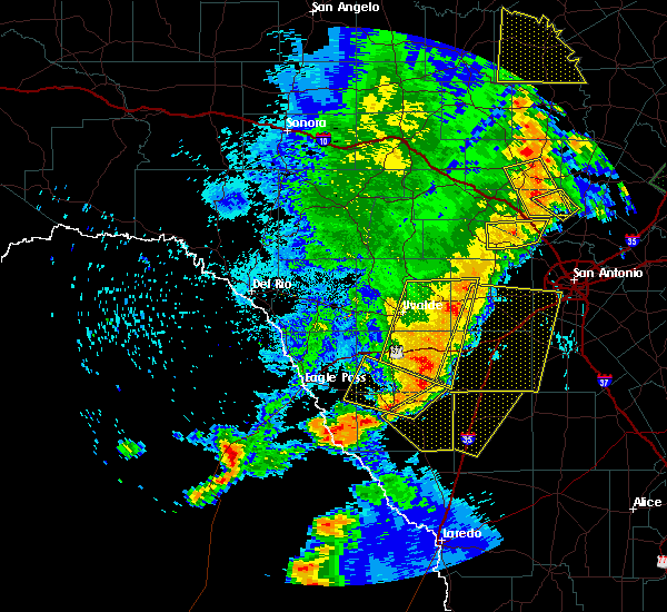 Radar Image for Severe Thunderstorms near Big Wells, TX at 5/15/2020 10:00 PM CDT