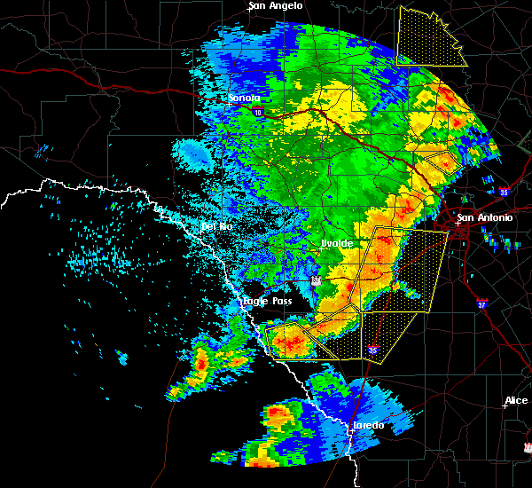 Radar Image for Severe Thunderstorms near Hondo, TX at 5/15/2020 10:19 PM CDT
