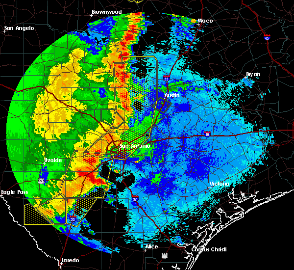 Radar Image for Severe Thunderstorms near Hondo, TX at 5/15/2020 10:46 PM CDT