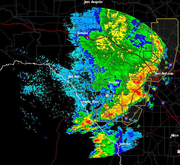 Radar Image for Severe Thunderstorms near Big Wells, TX at 5/15/2020 10:48 PM CDT