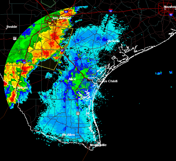 Radar Image for Severe Thunderstorms near Fowlerton, TX at 5/15/2020 11:46 PM CDT
