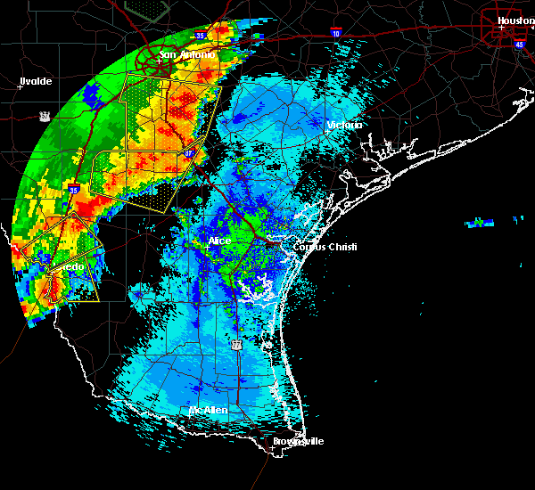 Radar Image for Severe Thunderstorms near Fowlerton, TX at 5/16/2020 12:00 AM CDT