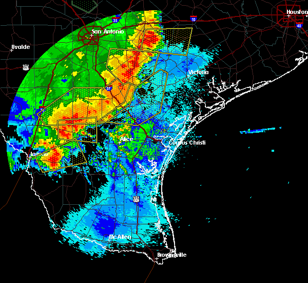 Radar Image for Severe Thunderstorms near Ranchitos Las Lomas, TX at 5/16/2020 12:41 AM CDT