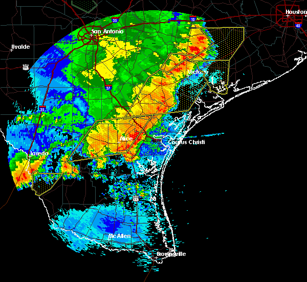 Radar Image for Severe Thunderstorms near Rockport, TX at 5/16/2020 1:40 AM CDT