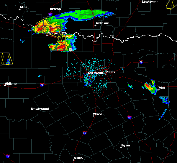 Radar Image for Severe Thunderstorms near Bowie, TX at 5/22/2020 7:36 PM CDT