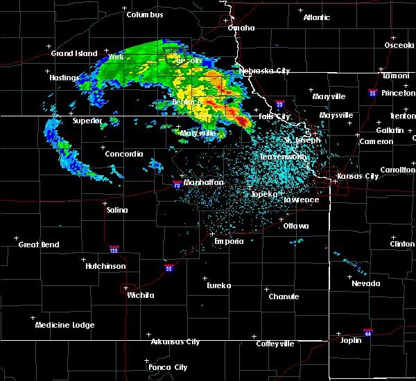 Radar Image for Severe Thunderstorms near Sabetha, KS at 5/22/2020 8:04 PM CDT
