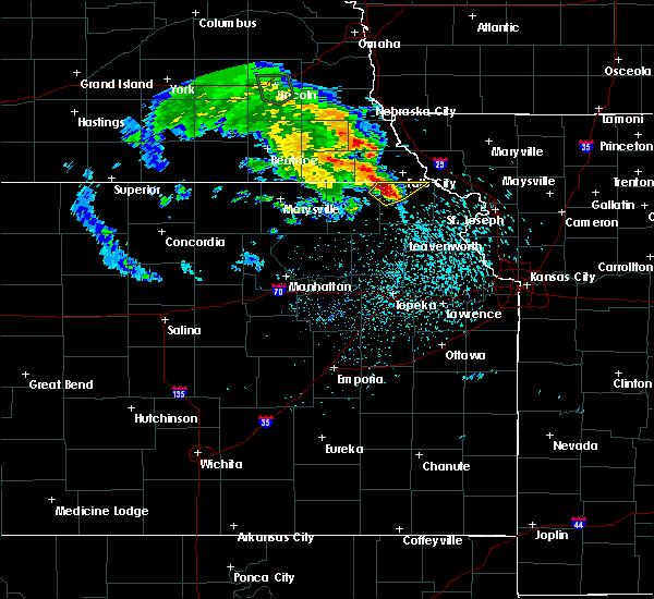 Radar Image for Severe Thunderstorms near Falls City, NE at 5/22/2020 8:12 PM CDT