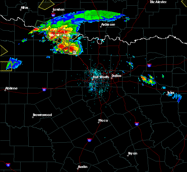 Radar Image for Severe Thunderstorms near Bowie, TX at 5/22/2020 8:11 PM CDT