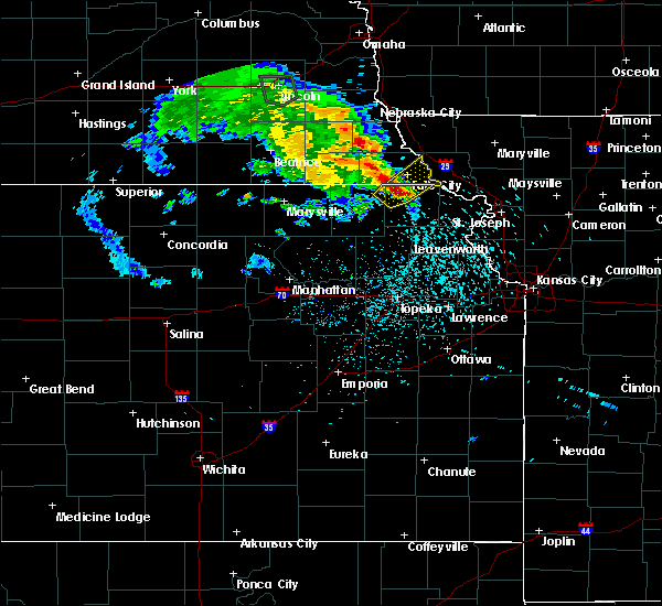 Radar Image for Severe Thunderstorms near Sabetha, KS at 5/22/2020 8:15 PM CDT