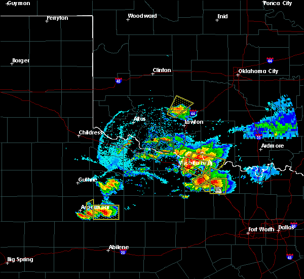 Radar Image for Severe Thunderstorms near Randlett, OK at 5/22/2020 8:22 PM CDT