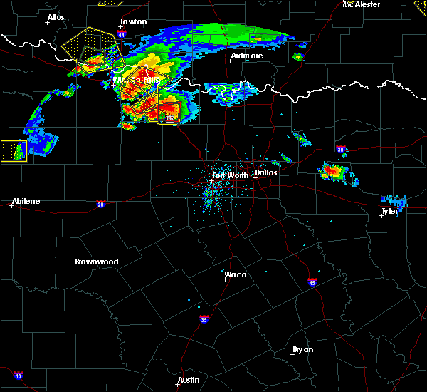 Radar Image for Severe Thunderstorms near Bowie, TX at 5/22/2020 8:30 PM CDT
