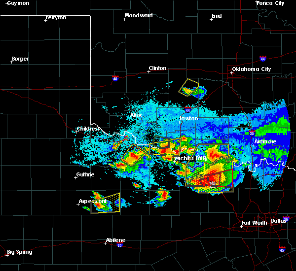 Radar Image for Severe Thunderstorms near Iowa Park, TX at 5/22/2020 9:20 PM CDT