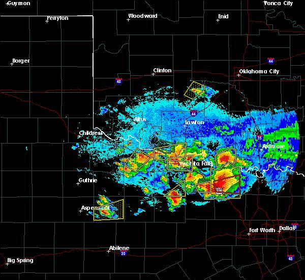 Radar Image for Severe Thunderstorms near Randlett, OK at 5/22/2020 9:33 PM CDT