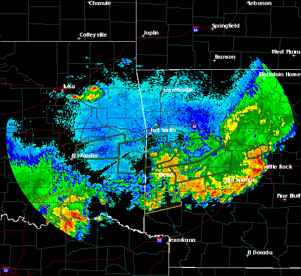 Radar Image for Severe Thunderstorms near Wickes, AR at 5/23/2020 1:39 AM CDT