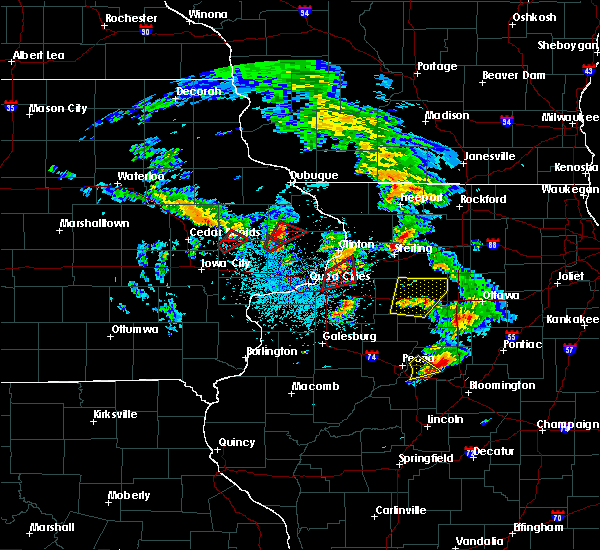 Radar Image for Severe Thunderstorms near Monticello, IA at 5/23/2020 1:32 PM CDT