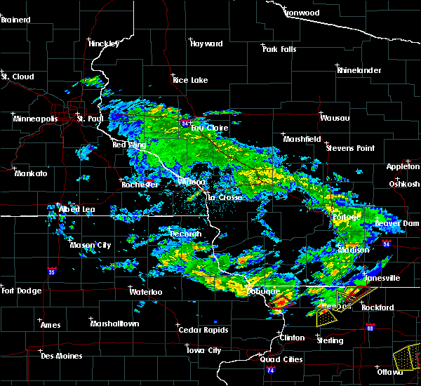 Radar Image for Severe Thunderstorms near Lancaster, WI at 5/23/2020 3:19 PM CDT