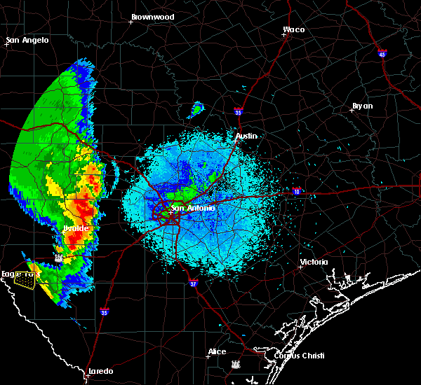Radar Image for Severe Thunderstorms near Hondo, TX at 5/23/2020 9:08 PM CDT