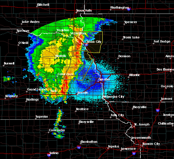 Radar Image for Severe Thunderstorms near North Sioux City, SD at 5/24/2020 4:24 AM CDT