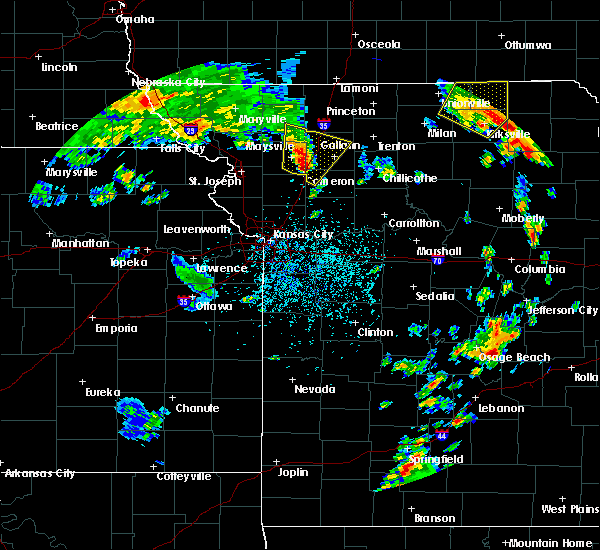 Radar Image for Severe Thunderstorms near McFall, MO at 5/24/2020 3:38 PM CDT