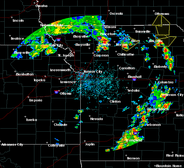 Radar Image for Severe Thunderstorms near Winigan, MO at 5/24/2020 4:24 PM CDT