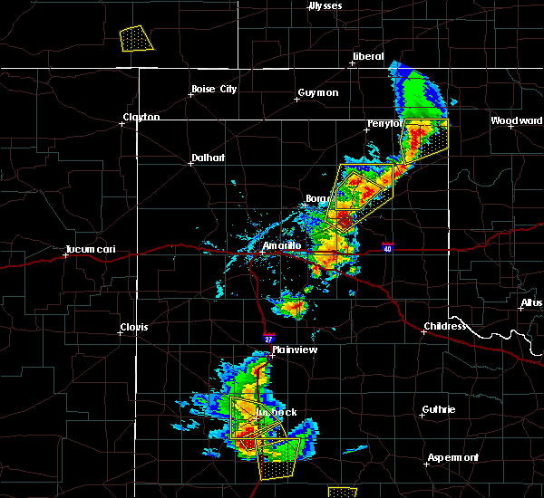 Radar Image for Severe Thunderstorms near Pampa, TX at 5/24/2020 6:15 PM CDT
